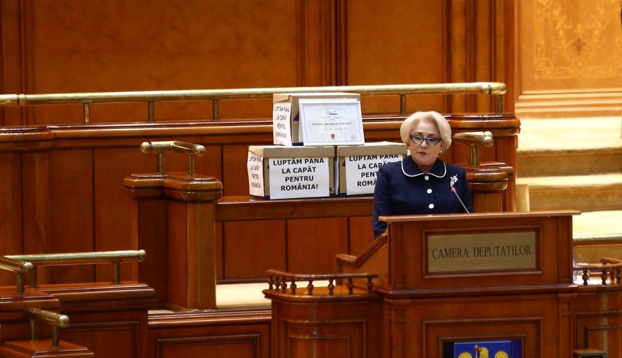Bizalmatlansági indítvány: Európa-párti kormányt és legtöbb 15 minisztériumot akar az ellenzék