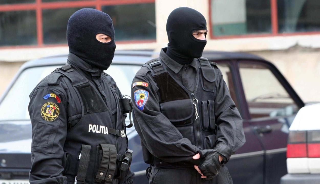 Mexikóra és az Egyesült Államokra kiterjedő bűnszervezet tagjainál végeztek házkutatásokat