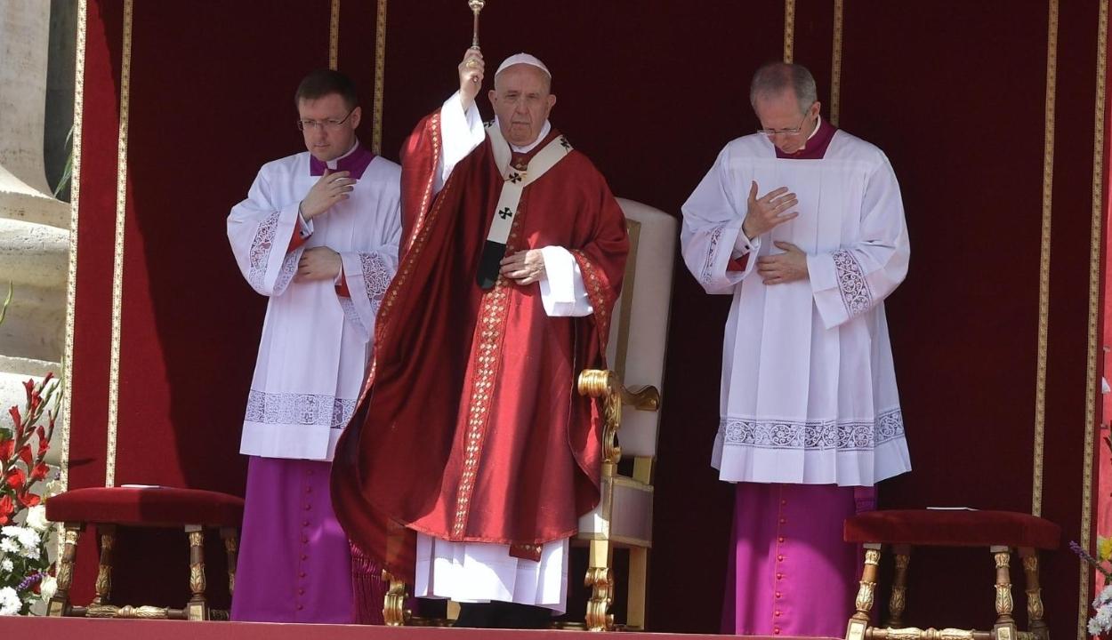 Pünkösd: valódi emberi közösséget szorgalmazott a közösségi oldalak helyett Ferenc pápa
