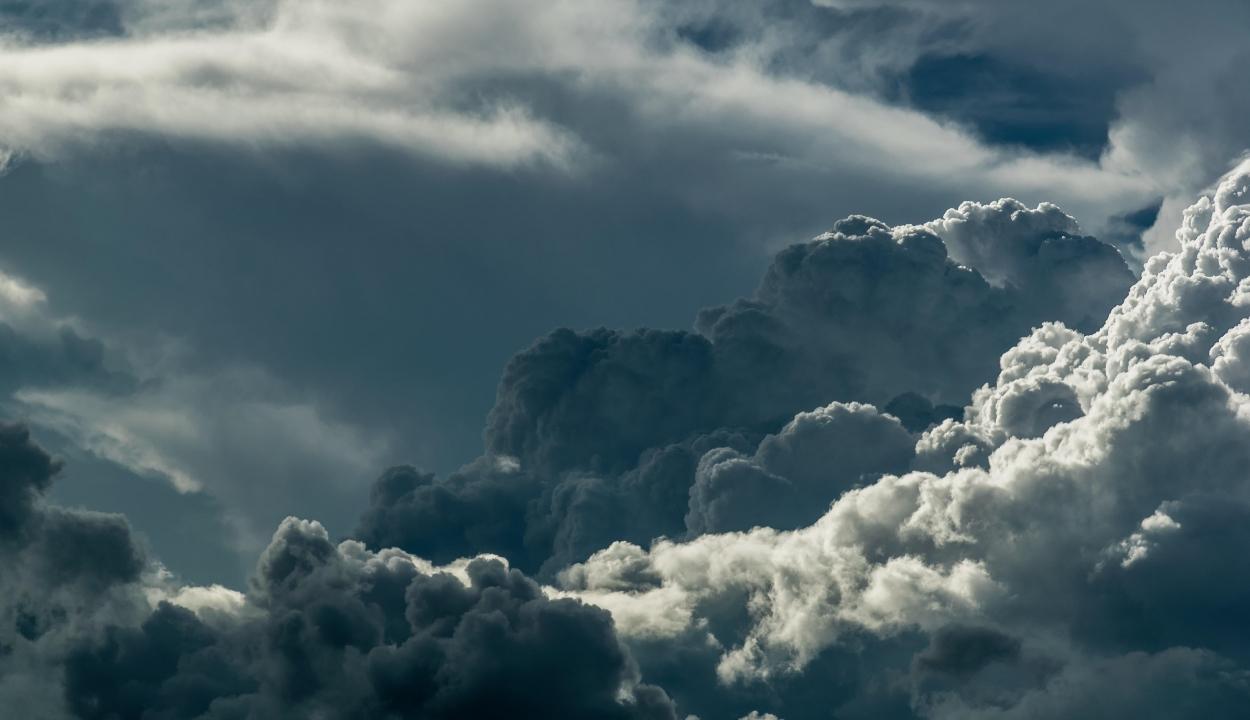 Erős szélre és légköri instabilitásra figyelmeztetnek a meteorológusok
