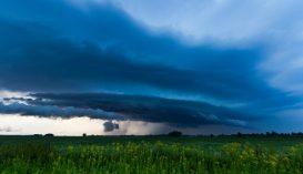 Viharos időjárásra figyelmeztetnek a meteorológusok