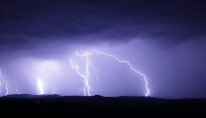 Erős légköri instabilitásra lehet számítani csütörtök reggelig az ország egész területén