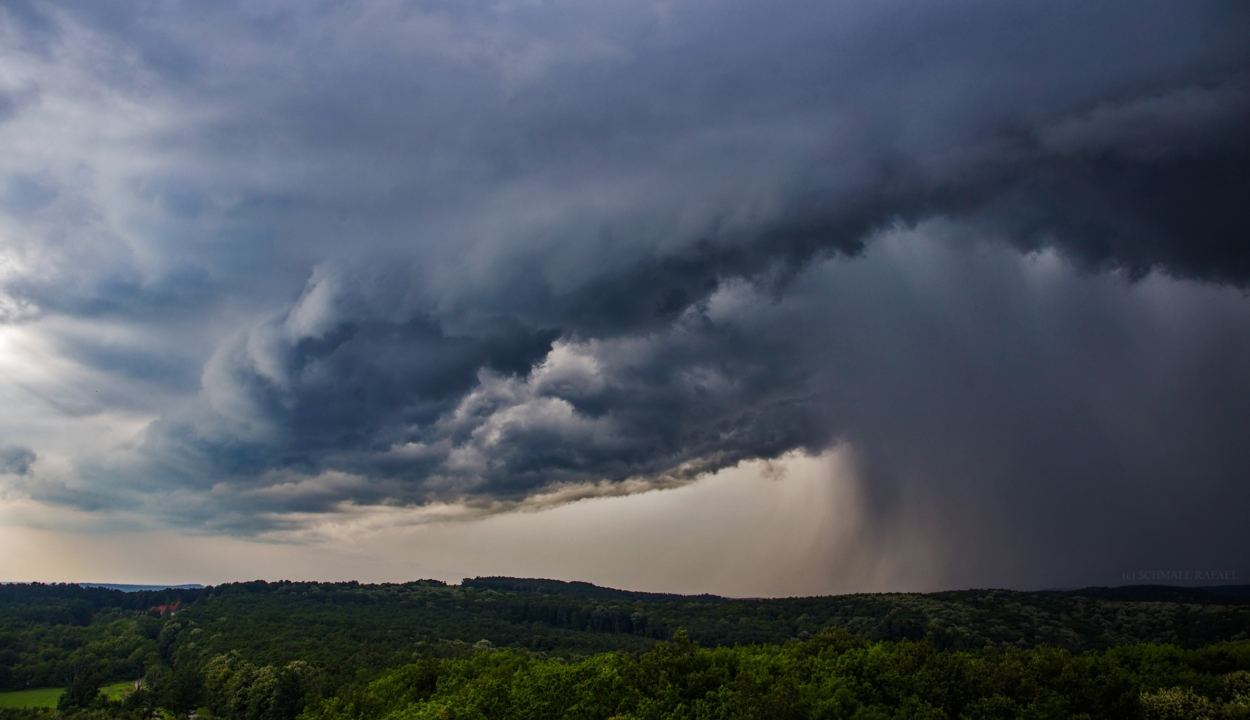Elsőfokú viharjelzést adtak ki az ország nyolc központi megyéjére