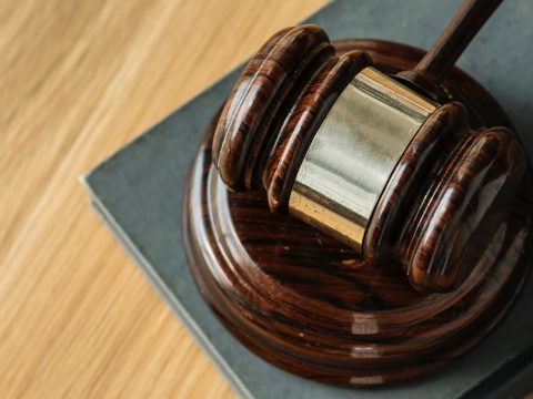 Alkotmánysértő, hogy a legfelsőbb bíróság nem bízta különleges bírói tanácsokra a korrupciós ügyeket