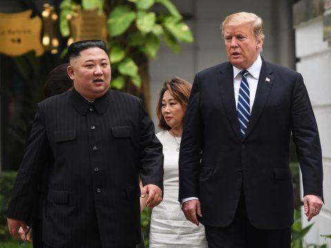 Trump első amerikai elnökként lépett észak-koreai területre