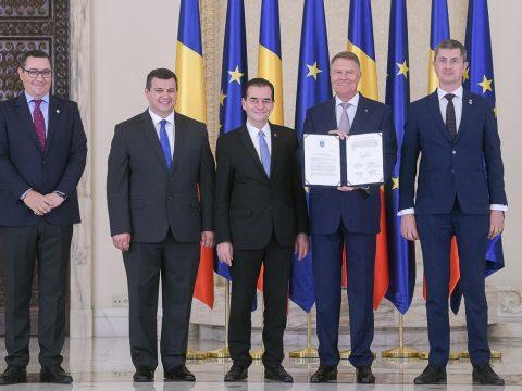 Aláírták az ellenzéki pártok a Johannis által kezdeményezett politikai megállapodást