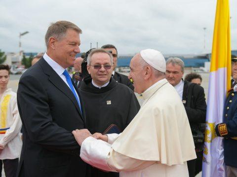 Johannis köszönetét fejezi ki mindazoknak, akik Ferenc pápát fogadták romániai látogatásán