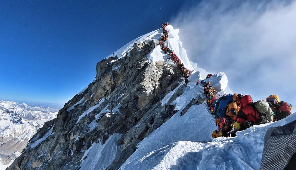 Választóvonalat húznak a Mount Everest tetején a járvány miatt