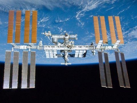 Elképesztő fotót készített a NASA a Nap előtt elhaladó űrállomásról