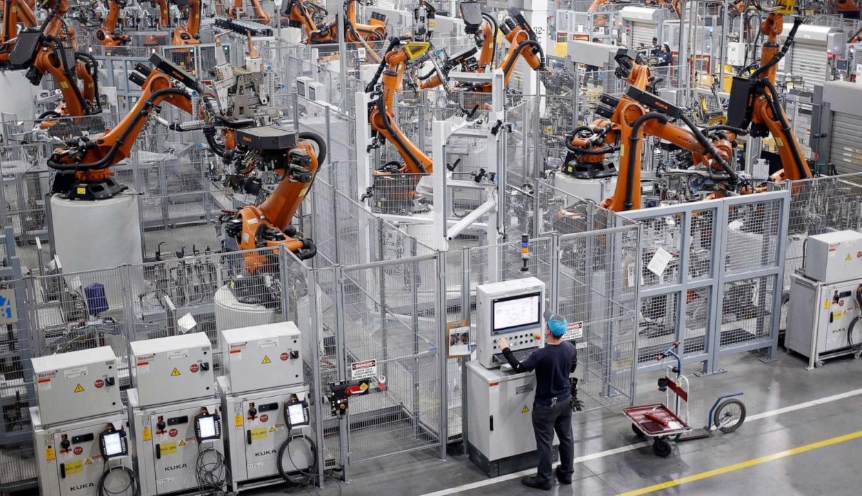 Elemzés: 20 millió gyáripari állást vehet el a robotizálás