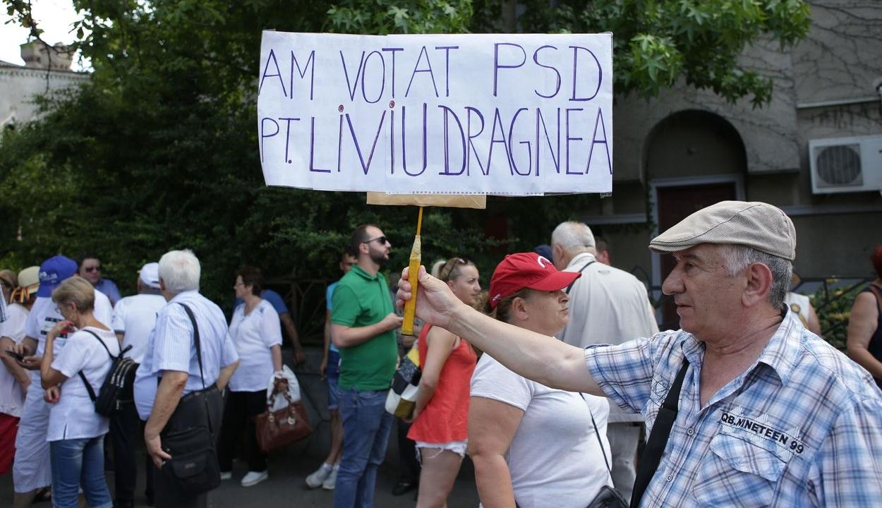 Liviu Dragnea szabadon bocsátását kéri mintegy 50 tüntető a Cotroceni-palota előtt