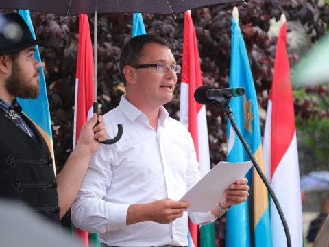 Tüntetés Úzvölgyéért: a prefektus lemondását követelték Csíkszeredában