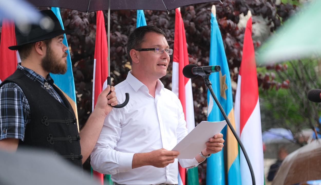 """Az EMNP """"a magyarellenes állampolitika"""" leállításáért hívja tüntetni szimpatizánsait"""
