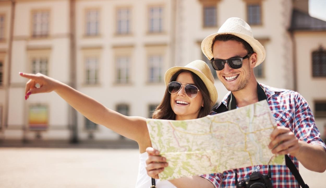Júliusban csaknem 45 százalékkal csökkent a vendégéjszakák száma Romániában