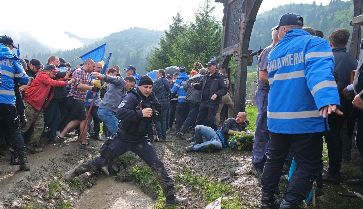 """Az ügyészség szerint nem minősül uszításnak a """"kifele a magyarokkal az országból!"""" jelszó"""