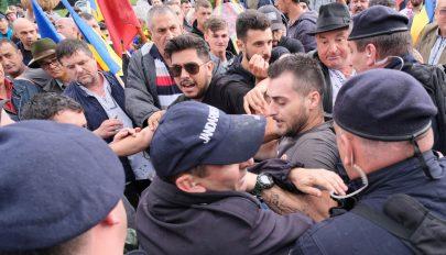 Büntetőjogi kivizsgálás indult az úzvölgyi katonai temető kapujának megrongálása miatt