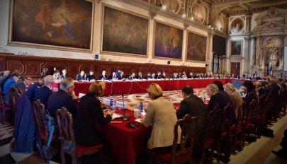 Súlyos kritikával illeti a román igazságügyi reformokat a Velencei Bizottság