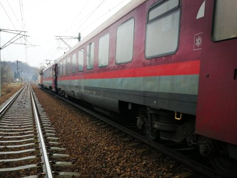 Három személyt ütött el a Bukarest – Iași gyorsvonat