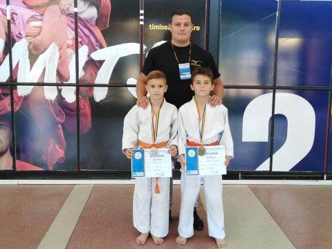 Két Balkán-bajnoki érem