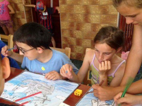 Rászoruló gyerekeket táboroztatnak