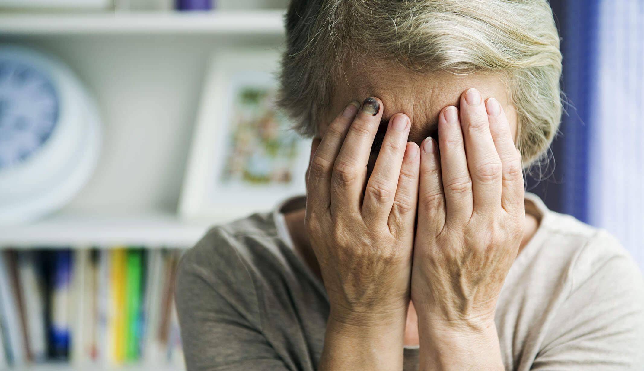 Idős nőt zaklattak