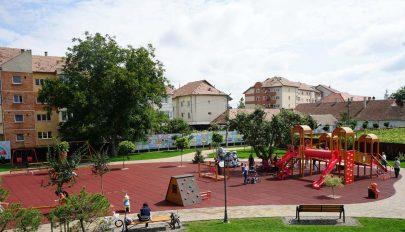 Mellékhelyiség a parknak
