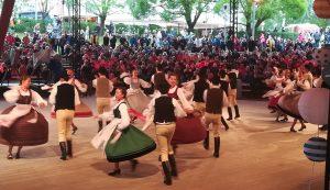 Többezres közönség tapsolta meg a nagyszípadi háromszéki produkciót