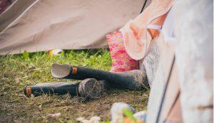 Mi folyik a sátorban?