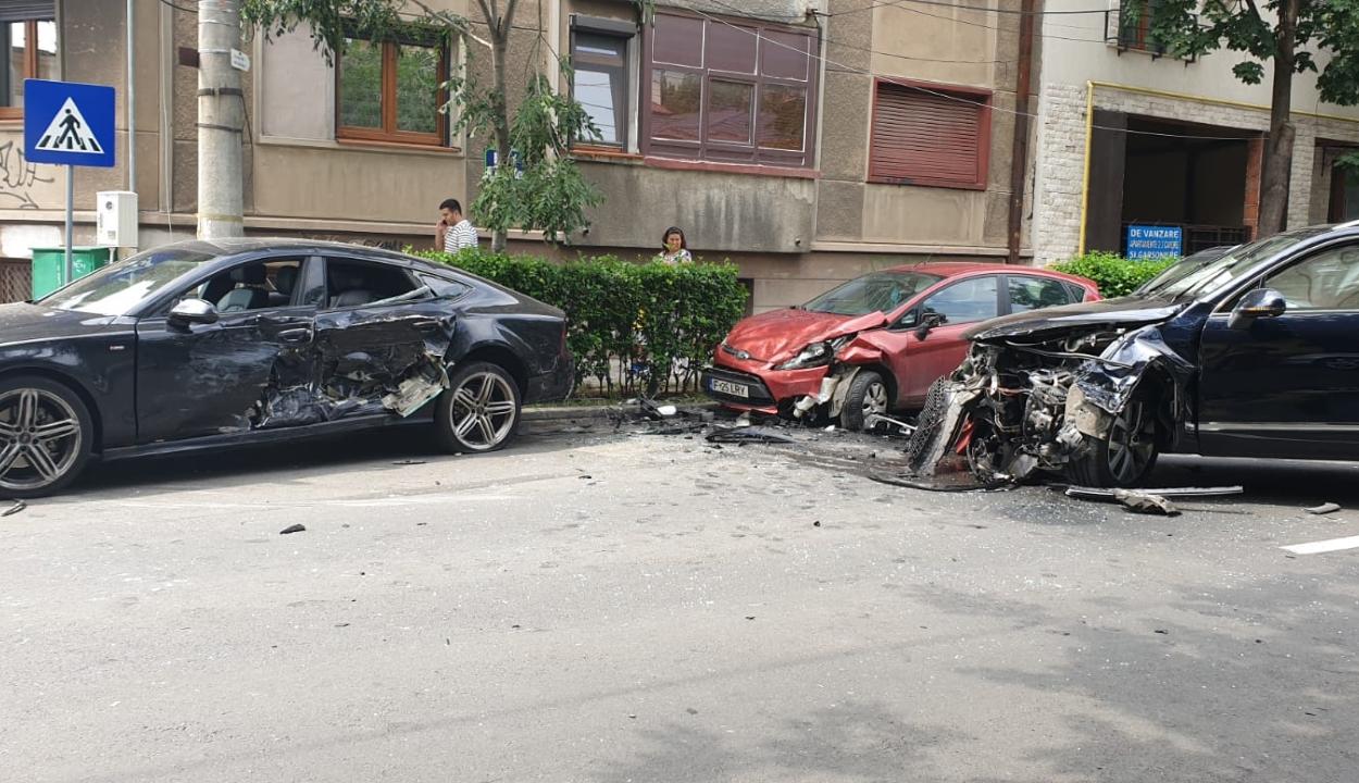 Balesetben volt érintett hétfő reggel a közlekedési minisztert szállító autó
