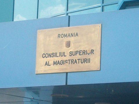 A caracali ügyészt felfüggesztették, míg rendőrparancsnok nyugdíjba menne