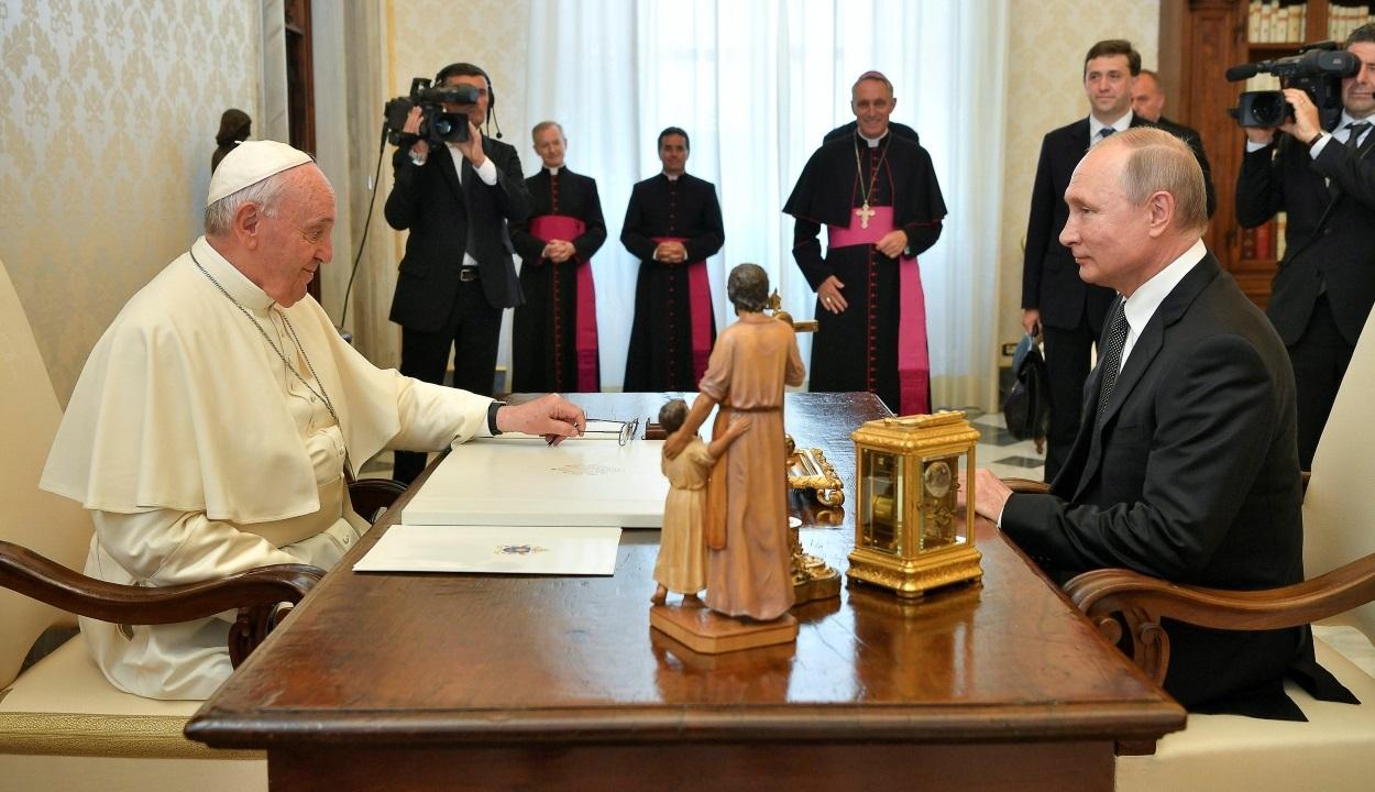 Majdnem egy órás találkozót tartott Ferenc pápa és Vlagyimir Putyin