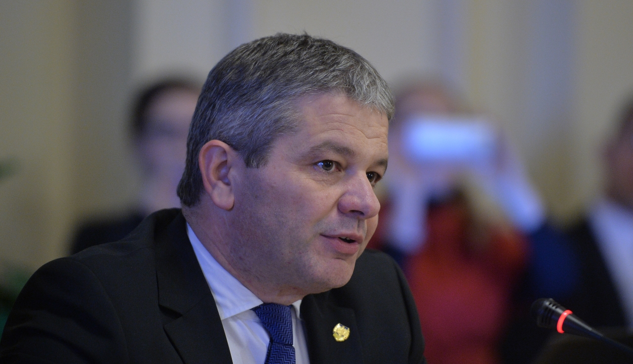 Megvonta a szenátus Florian Bodog volt egészségügyi miniszter mentelmi jogát