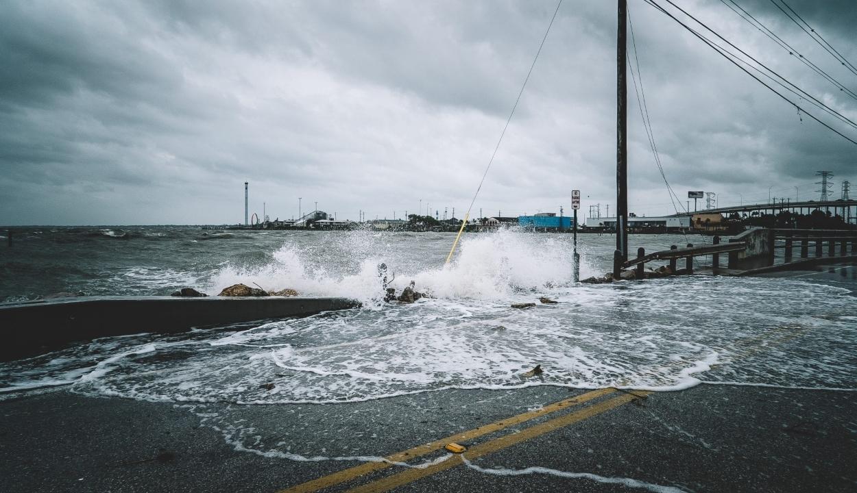 Hurrikán tombol az USA délkeleti partvidékén
