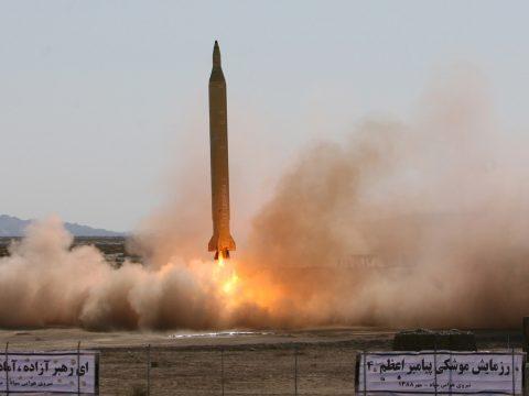 Irán újabb kísérletet hajtott végre ballisztikus rakétával