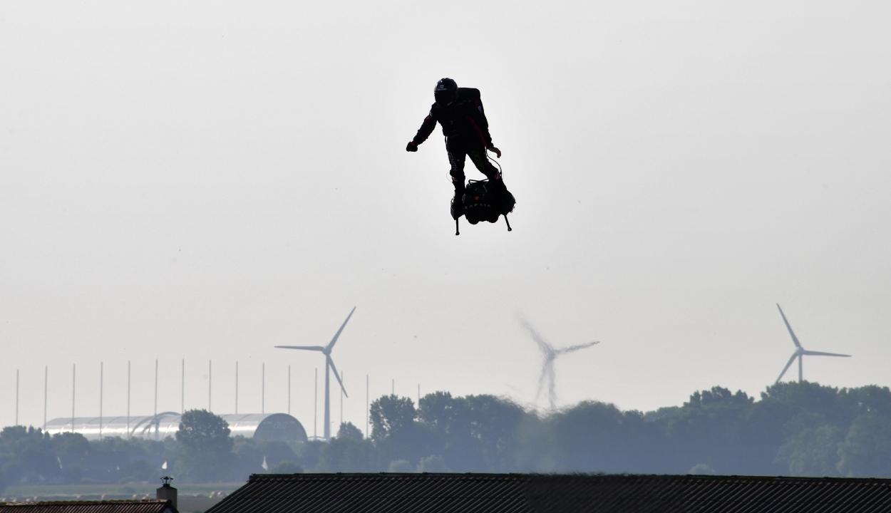 Légdeszkával akarta átrepülni a La Manche csatornát, nem sikerült