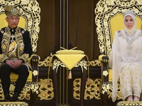 Hivatalosan is beiktatták az új maláj uralkodót