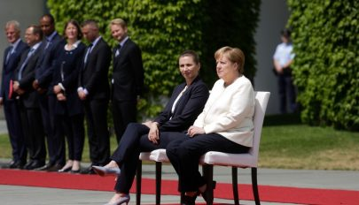 Ülve hallgatta meg a himnuszt Angela Merkel Berlinben