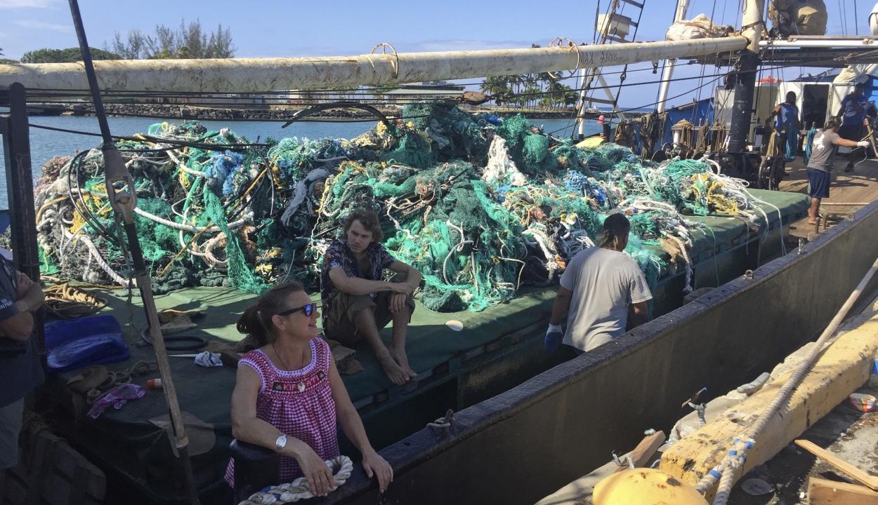 Több mint 40 tonna műanyag hulladékot gyűjtöttek a Csendes-óceánból környezetvédők