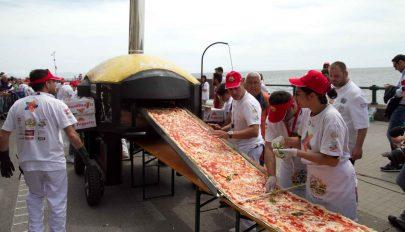 Fél tonna lisztből készült az új Guinness-rekorder pizza