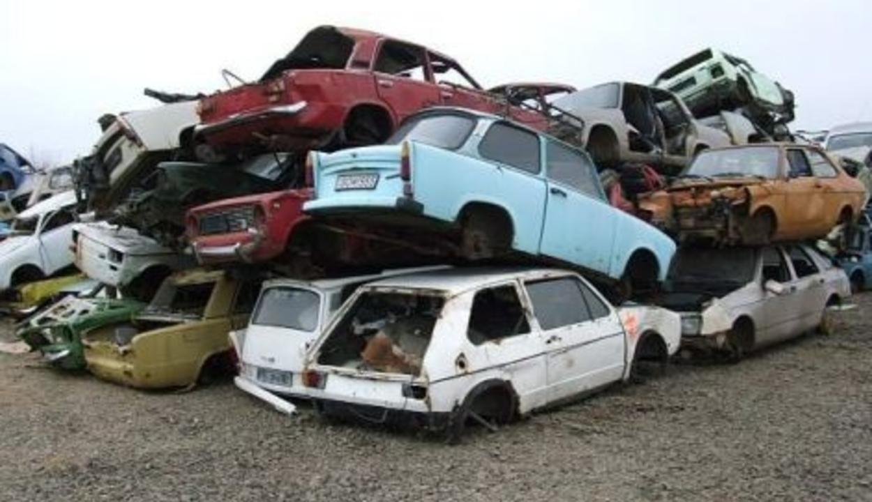 Folytatná a kormány a gépkocsik roncsprogramját