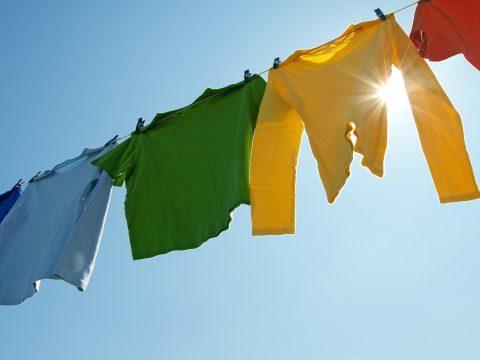 Teregess a szabadban, hogy gyorsabban száradjon és jobb illata legyen a ruháknak
