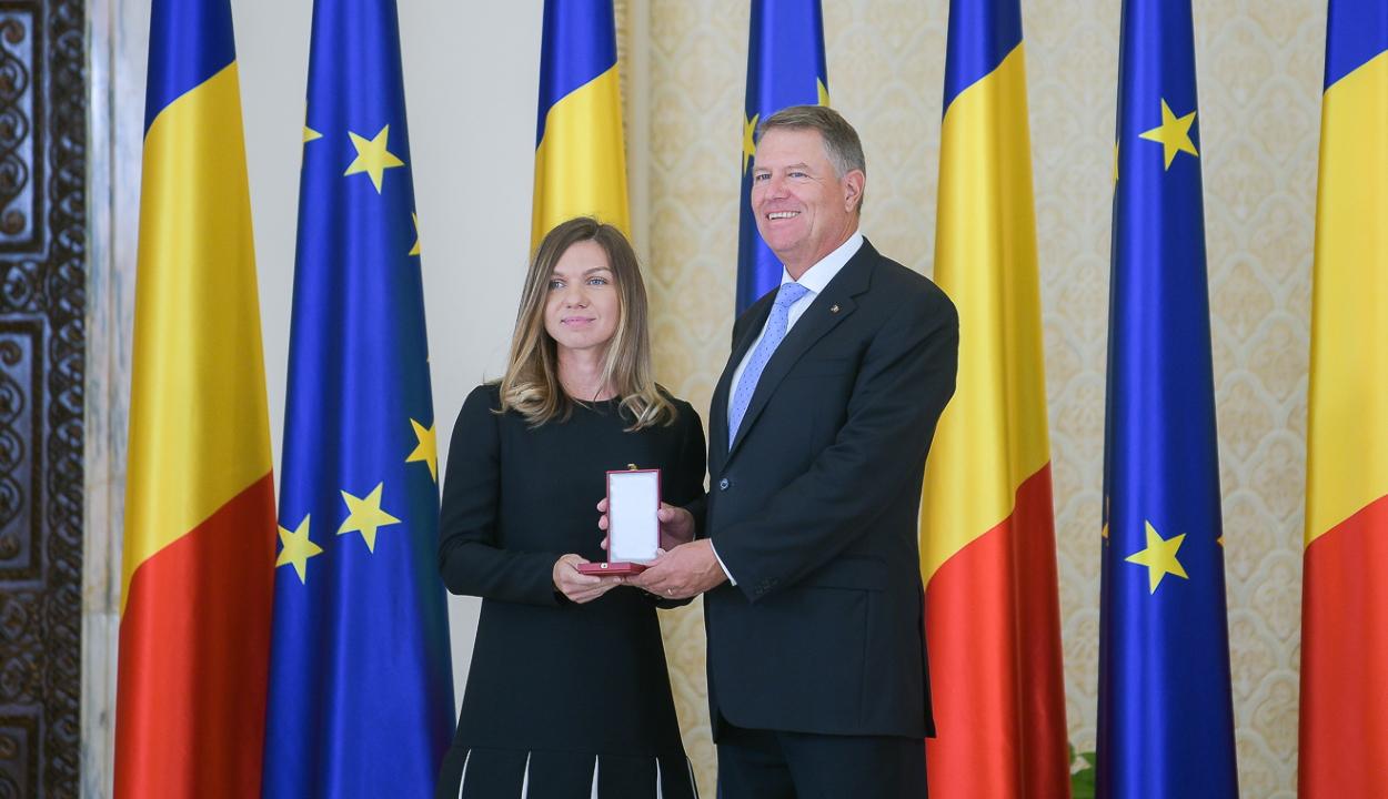 Johannis a Románia Csillaga érdemrend lovagi fokozatával tüntette ki Simona Halepet