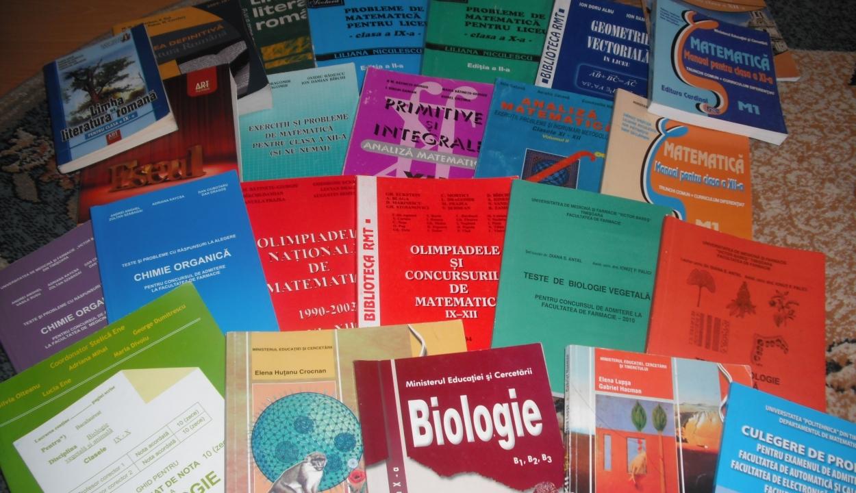 Szaktárca: eljutottak a tanintézményekhez az újranyomtatott tankönyvek