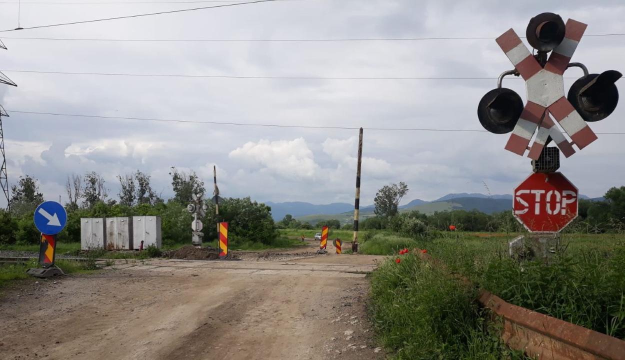 Dăncilă: az országúti vasúti átjárókat korszerűsítő projektet hagyunk jóvá a kormányülésen