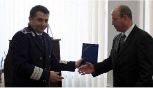 Daniel Ivașcu (balról) Silviu Stoenescu volt főfelügyelővel (fotó: Mesagerul de Covasna)
