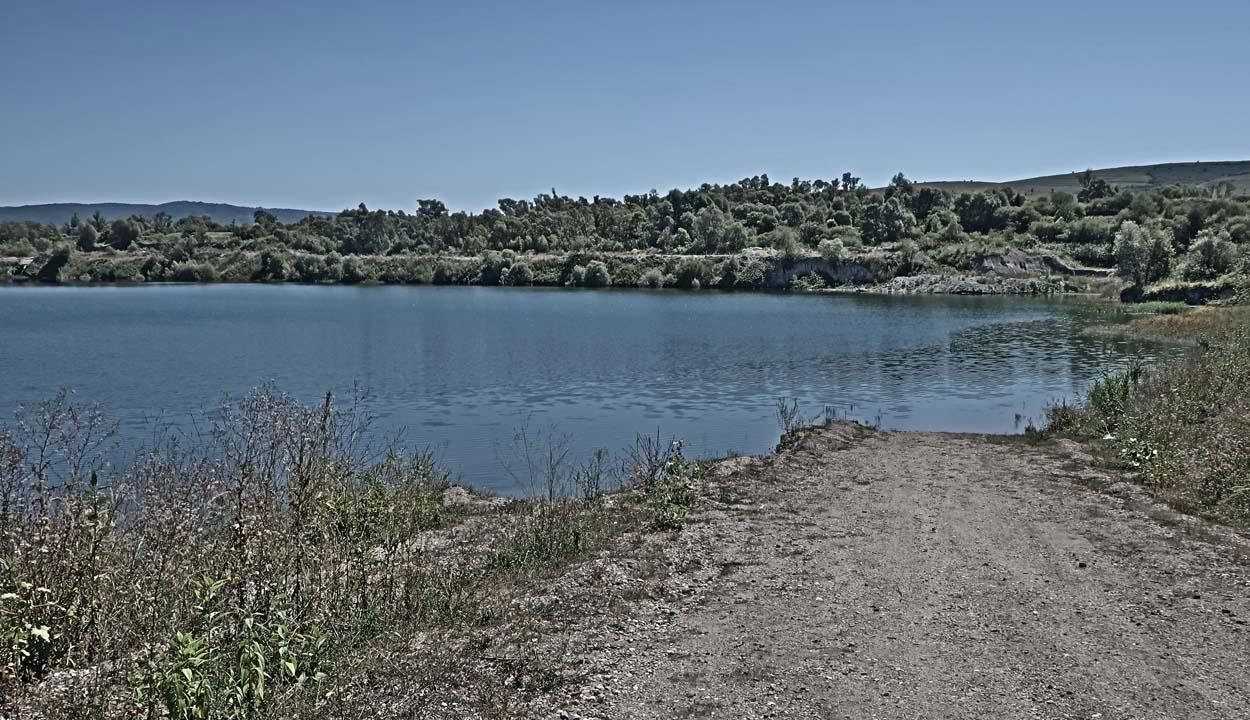 Száraz tónak nedves partján…