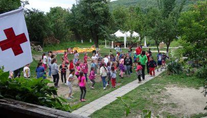 Ötven gyereket táboroztattak