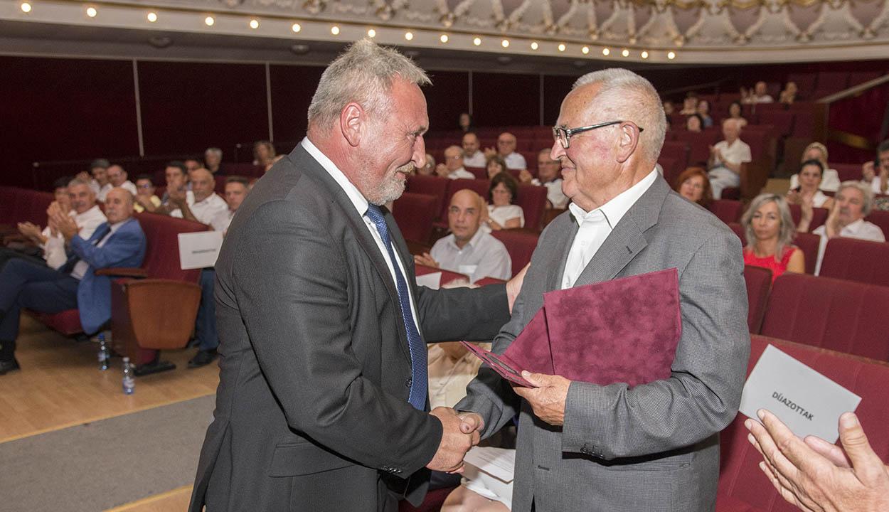 Hat Pro Urbe díjasa van a céhes városnak