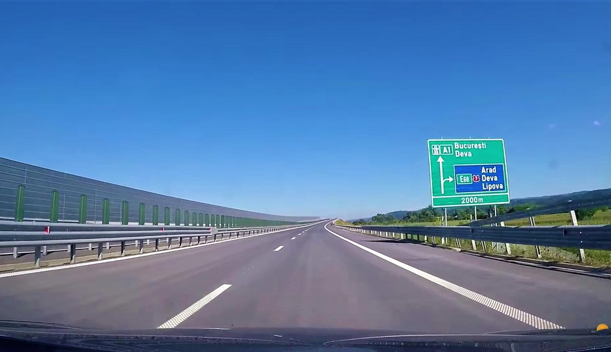 Heteken belül megnyitják az autópálya-szakaszt, melynek az építőjével szerződést bontottak