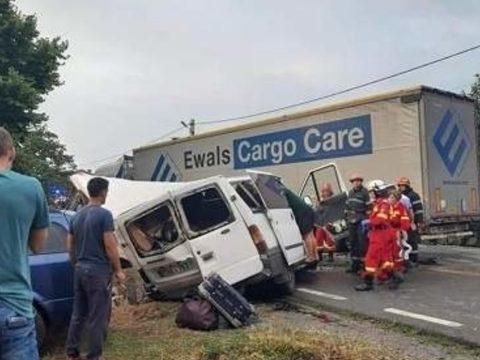 Súlyos közúti baleset volt Nagyvárad és Bánffyhunyad között, két személy életét vesztette